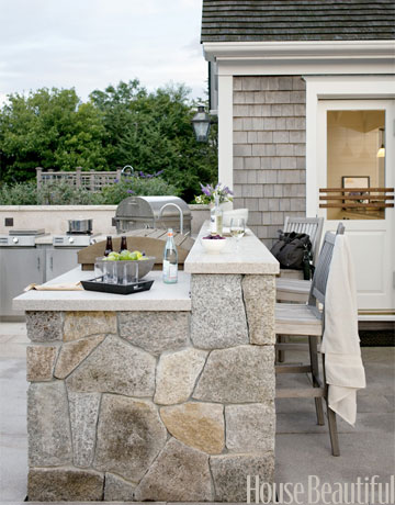 Chic nantucket outdoor kitchen beautifully seaside for Country outdoor kitchen