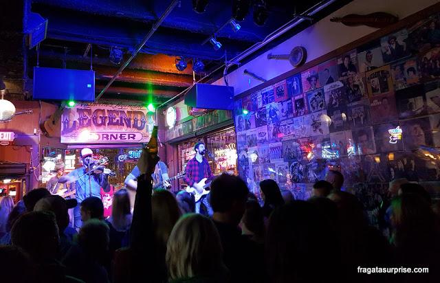 Show musical em um hokky tonk de Nashville, Tenessi