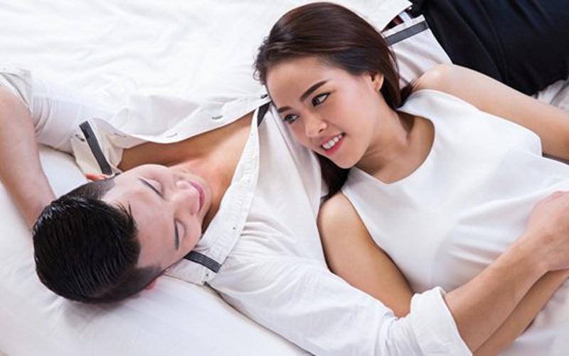 5 Bisikan Erotis yang Bikin Wanita Makin Panas Bercinta
