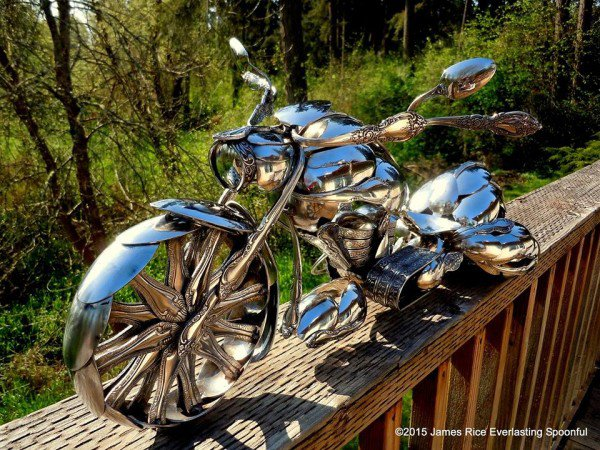 01-Jim-Rice-Chopper-Motorcycle-Sculptures-made-from-Spoons-www-designstack-co