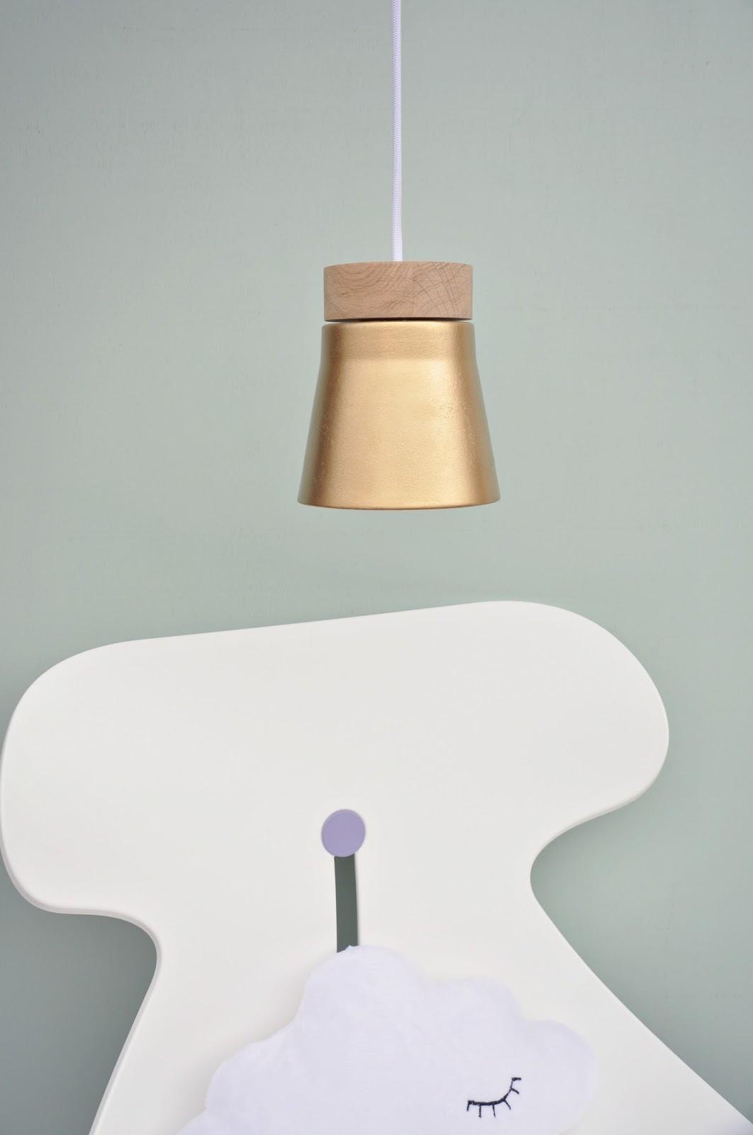 lemapi s dtiroler lifestyleblog neuigkeiten im kinderzimmer schreibtischstuhl und lampe. Black Bedroom Furniture Sets. Home Design Ideas