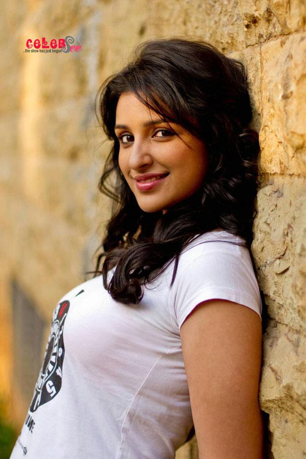 Celebsview Sexy Parineeti Chopra Hd Hot Wallpaper
