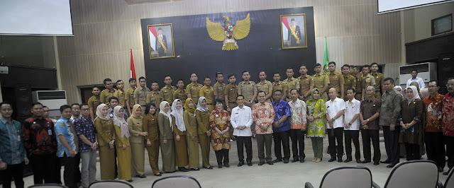 Akhmad Najib Serah Terima 41 CPNS Lulusan IPDN XXIV