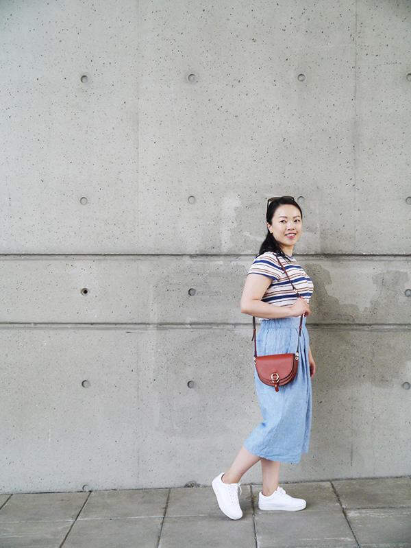 Vancouver beauty, life and style blogger Solo Lisa wears wide leg light blue linen pants from the Gap with a Madewell striped tee, cognac leather handbag from Tila March, and platform white Vans sneakers