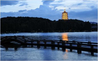 เจดีย์เหลยเฟิงยามราตรี (Leifeng Pagoda)