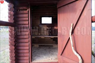 Внутри будки