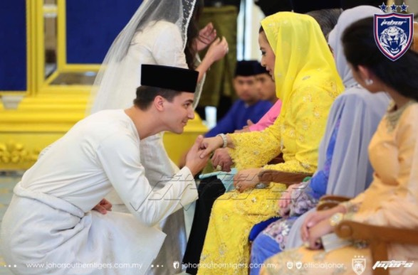 Majlis Pernikahan Tunku Tun Aminah Dan Pasangannya, Dennis Muhammad Abdullah