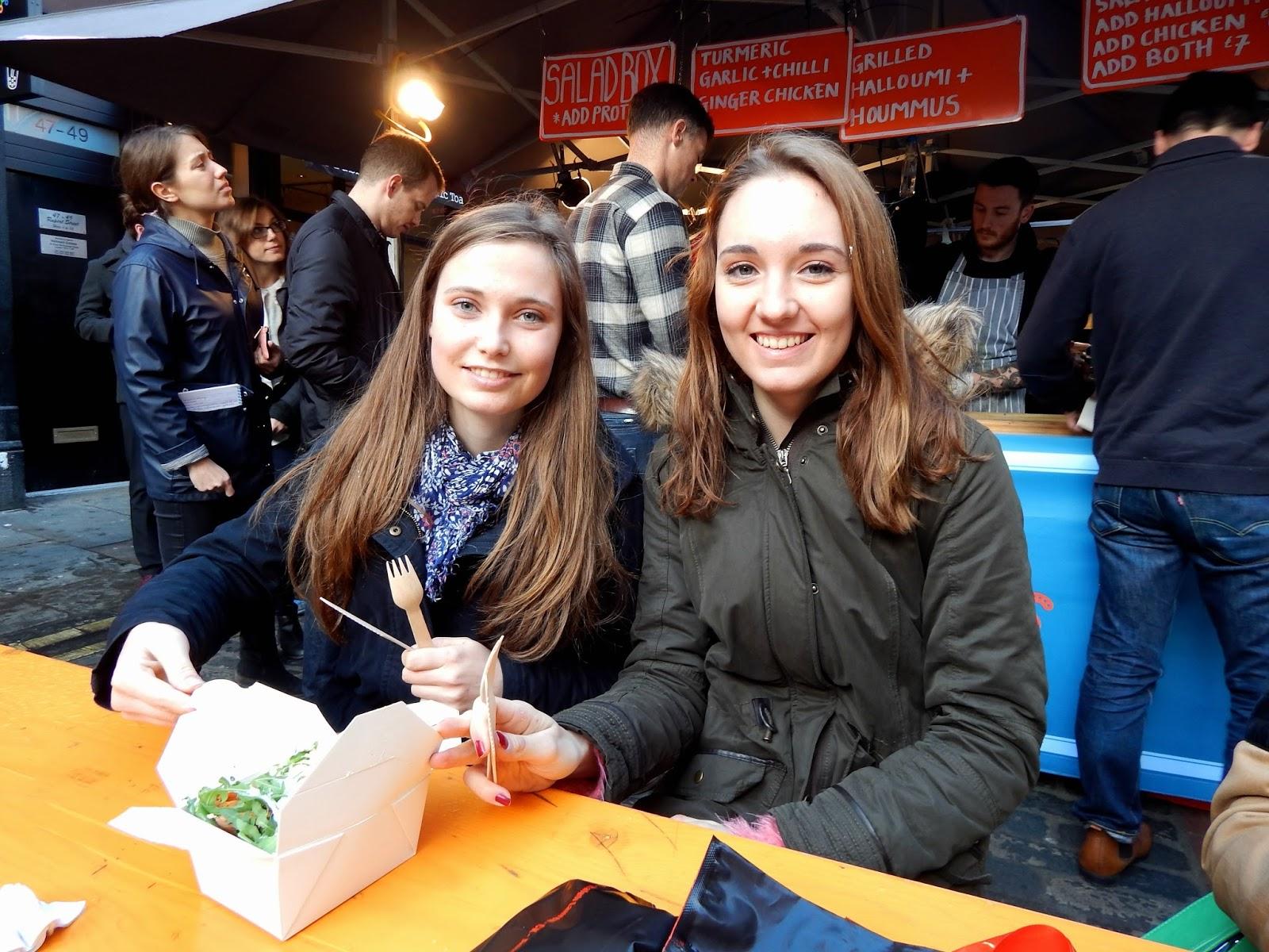 Oběd - salátový box z pouličního trhu