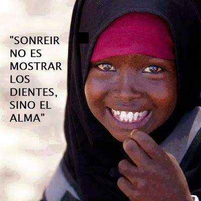 Sonreír no es mostrar los dientes, sino el alma
