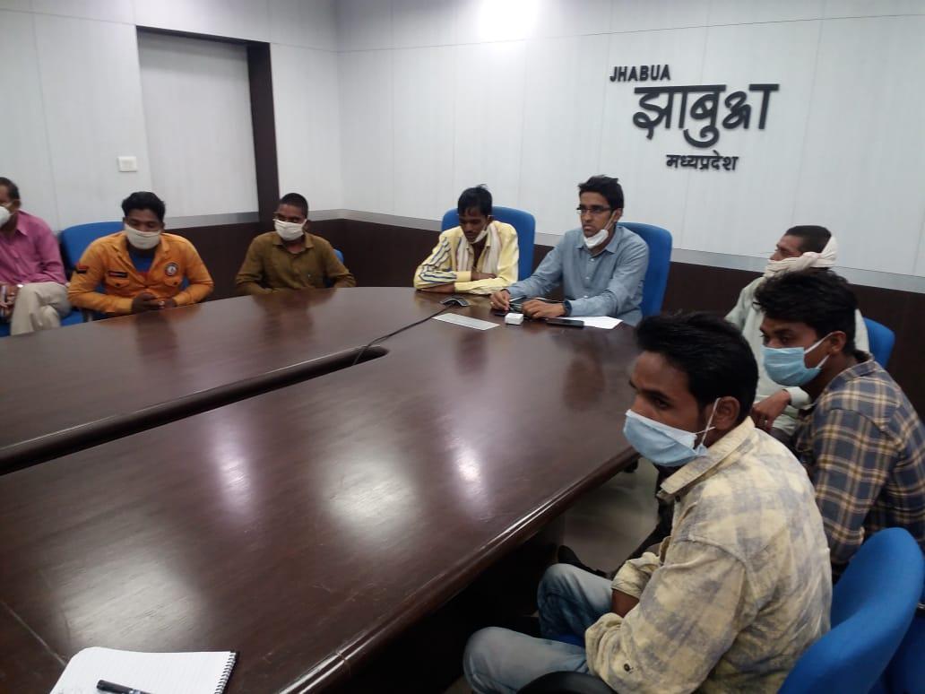 Jhabua News- सीएम ने वीडियों कान्फ्रेंस के माध्यम से प्रवासी श्रमिकों से सीधे चर्चा की