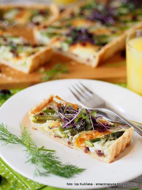 krucha tarta, szparagi, oscypek, zurawina, zapiekanka, obiad, z piekarnika, szparagi zapiekane, na kruchm ciescie, smaczna tarta z warzywami