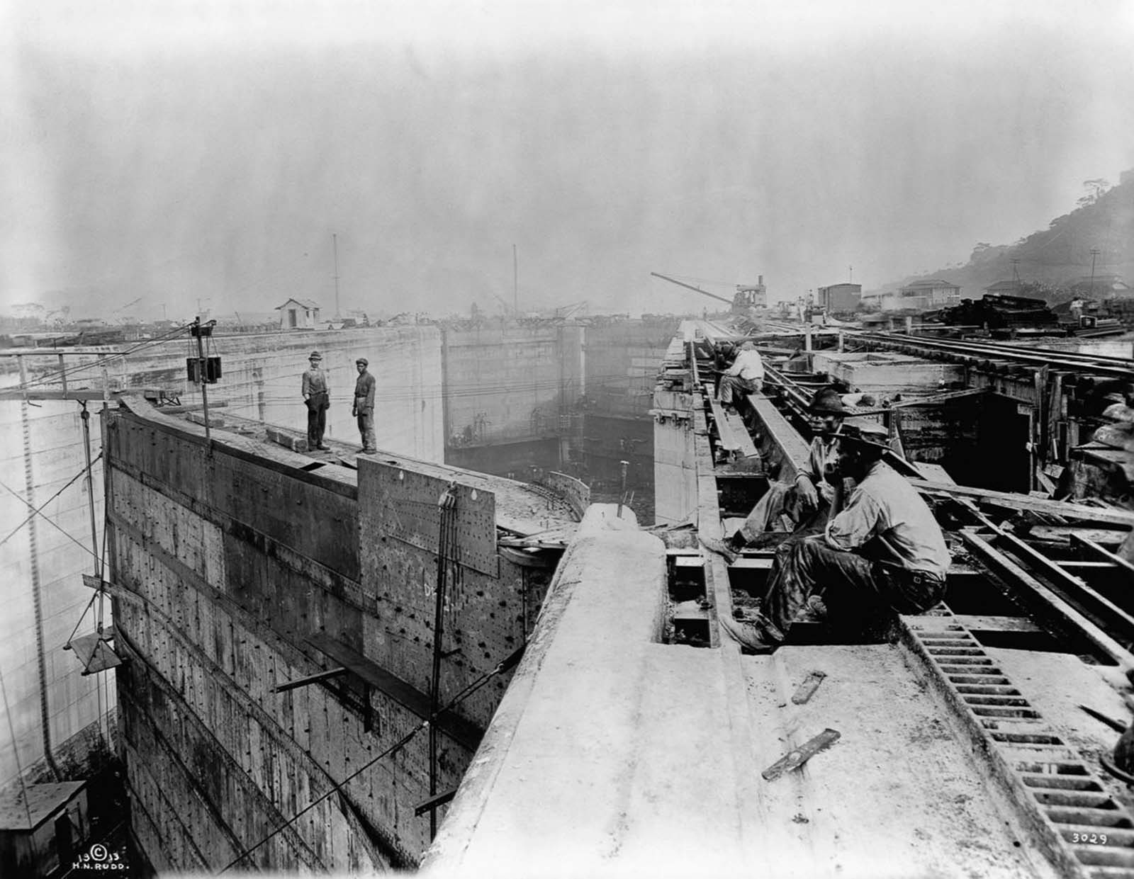 Workers take a break atop the canal locks. 1913.
