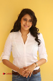 Actress Panchi Bora Pictures in Jeans at Evaru Movie Interview  0045.JPG