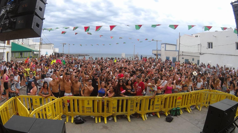 Santa Lucía despide el verano con parrandas, verbenas y fiestas del agua