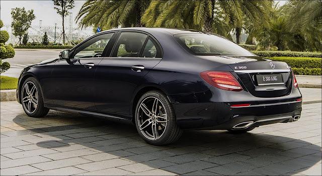 Đuôi xe Mercedes E350 AMG 2019 được thiết kế ngắn lại, góc cạnh và mềm mại so với phiên bản trước đó