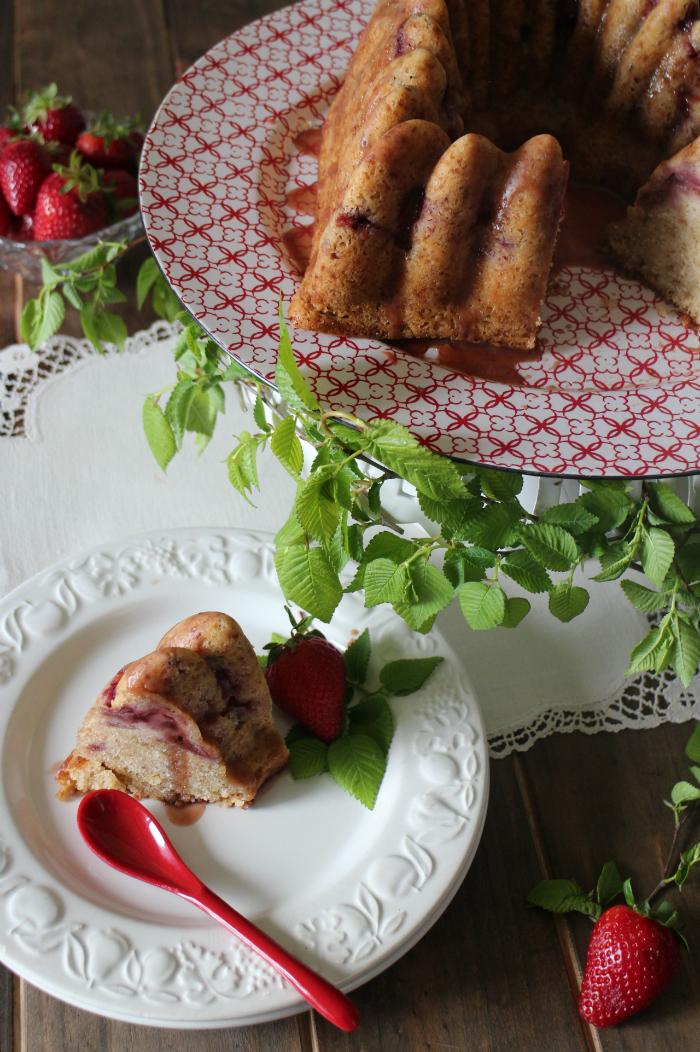 strawberry-vinegar-bundt-cake, bizcocho-de-fresas-y-vinagre-balsamico