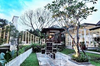 Desain BataPuti Coffee House yang begitu romantis, sangat cocok untuk nge-data sama pasangan kamu