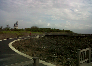 Pemandangan di BTDC dengan patung Arjuna dan Kresna yang baru di Bangun