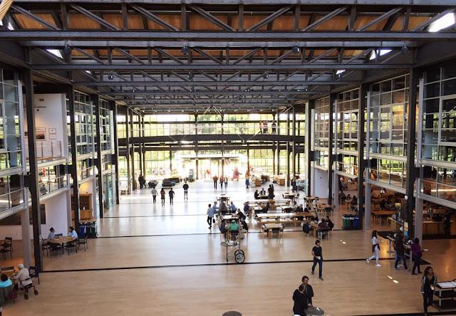 Otra imagen del interior del Steve Jobs Building, donde se encuentra el principal centro de producción y las oficinas del estudio de animación.