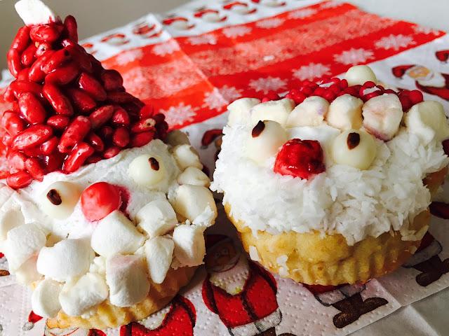 Jak ozdobić ciasteczka świąteczne: mikołajowe muffiny