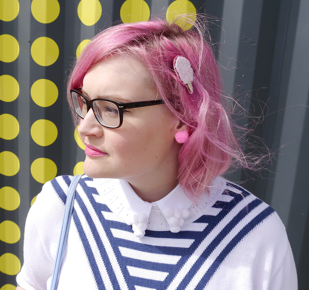 DIY pompom collar, how to make a pom pom collar, vintage sailor top, Abandon Ship Apparel kewpie collection, Dundee Blogger, plus size blogger, pink hair fashion blogger