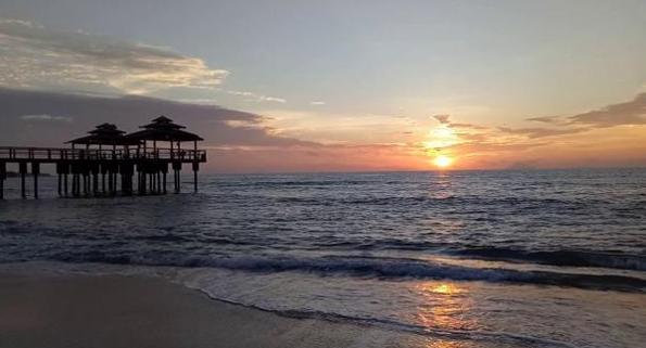 Pesona Pantai Sambolo Di Kawasan Wisata Anyer