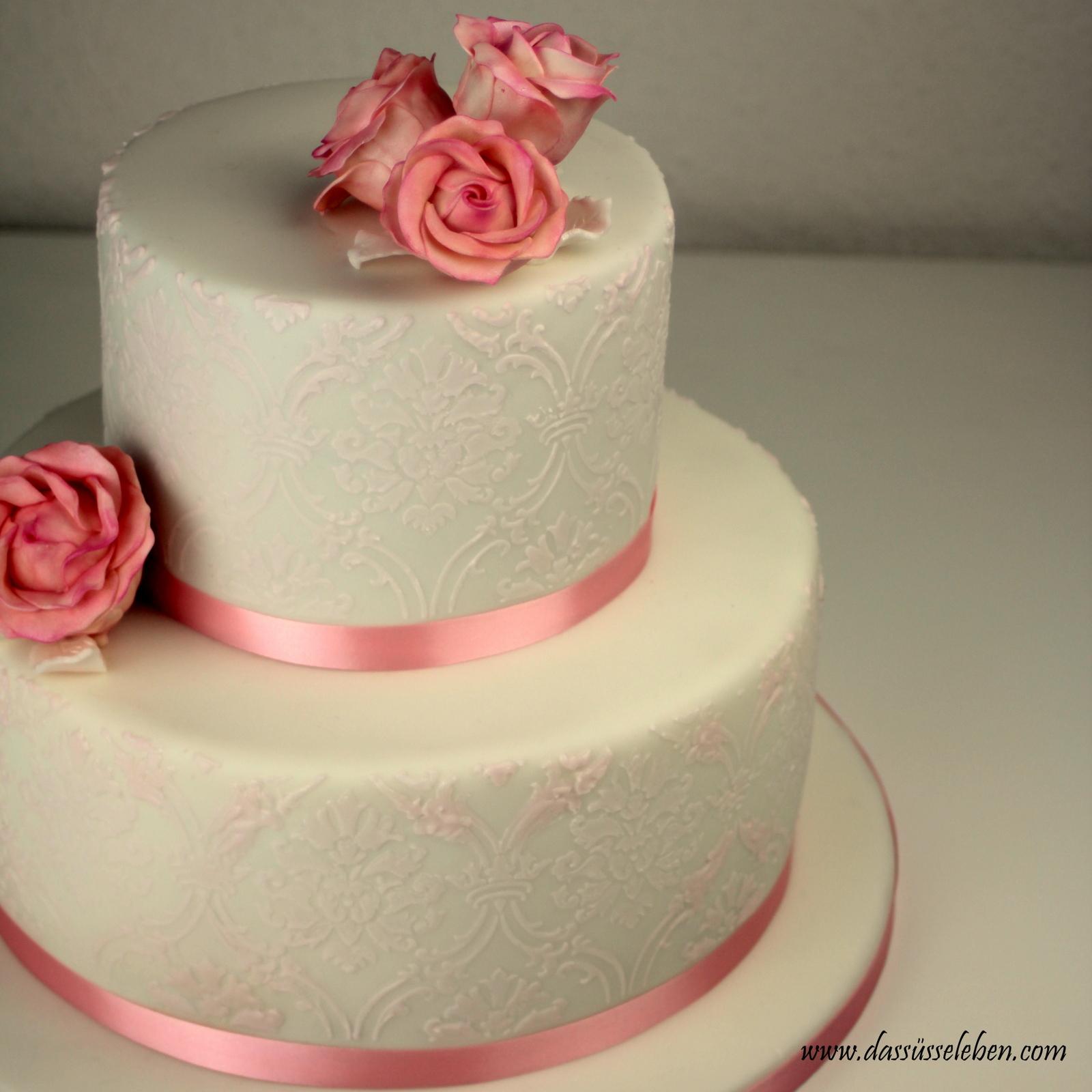 Rezept Rosafarbene Hochzeitstorte Mit Brokat Muster Und Zuckerrosen