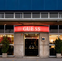 FACHADA OUTLET GUESS