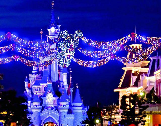 disneyland-paris-magia-del-natale-castello-della-bella-addormentata-poracci-in-viaggio
