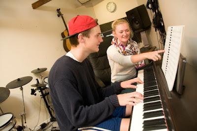 Học đàn piano bao lâu thì có thể chơi được