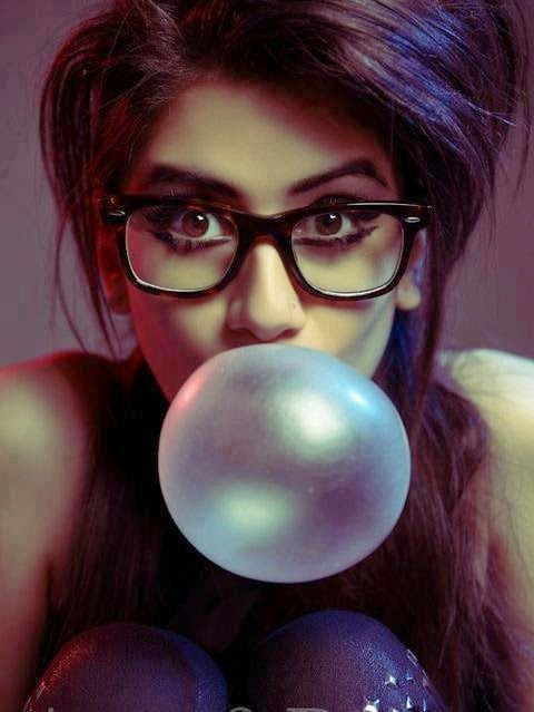 Cool Girls Dp Girl With Bubble Sidrehmani Sid Rehmani Land Of Hd Wallpapers