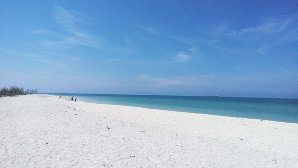 Pantai Pasir Putih Remen Tuban