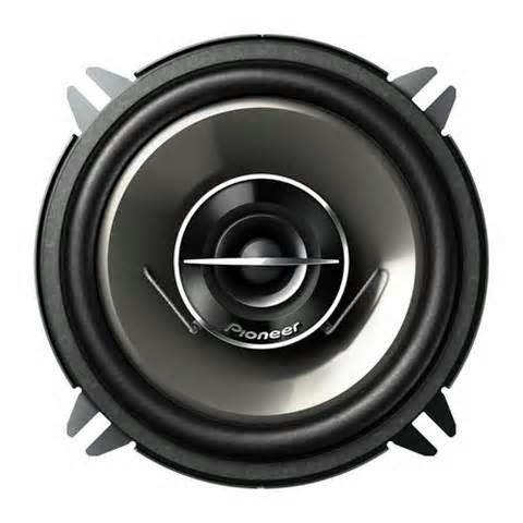 Item terakhir yang Anda butuhkan adalah speaker dan kabel. Dalam Audio, Speaker dibagi menjadi tiga bagian yaitu: loud speakers, subwoofer dan tweeter.