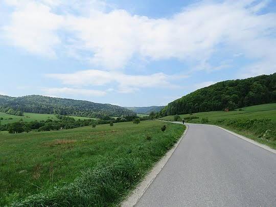 W górę doliny Ropki.