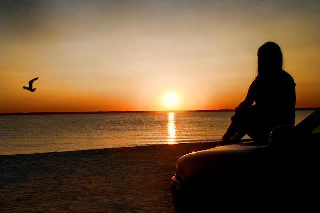 Hình ảnh biển buồn tâm trạng cho người cô đơn khi yêu