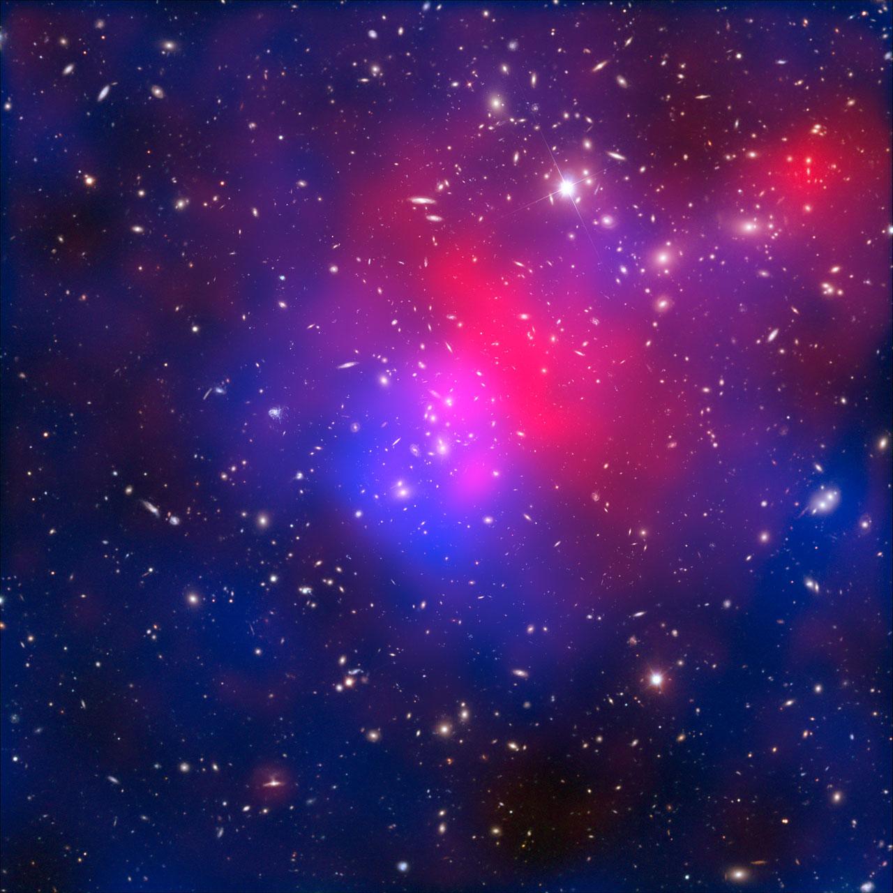 72f6e66c17 Los astrónomos creen que Abell 2744 se formó a partir de la colisión  simultánea de al menos cuatro cúmulos individuales.