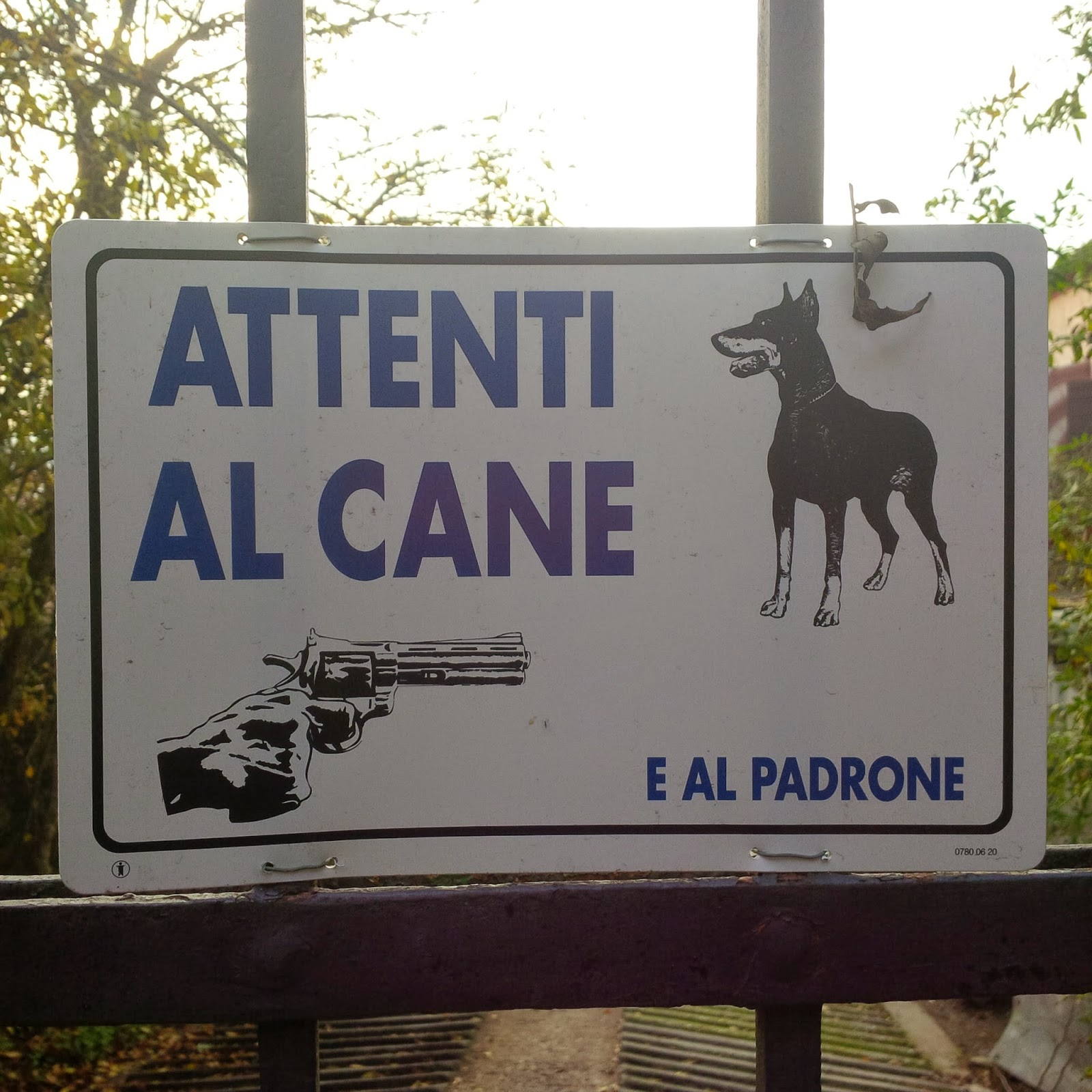 A warning attached to the gate of a house in Arqua Petrarca