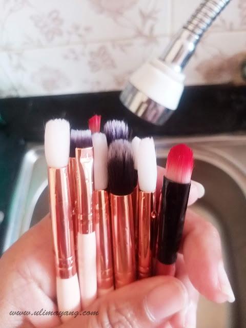 cara-tutorial-mudah-ringkas-sederhana-mencuci-membersikan-brush-kuas-make-up-yang-kotor-bersih-sempurna