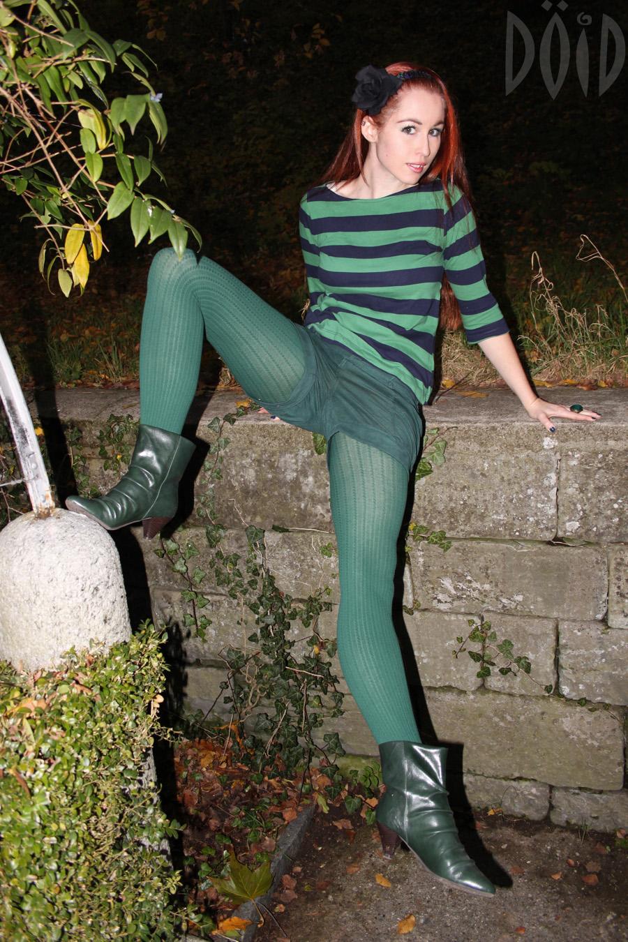 Teen in strumpfhose