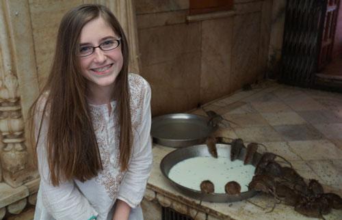 Uniknya Kuil Tikus Karni Mata di India