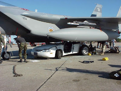 avion militar accidente con coche aeroplane and car