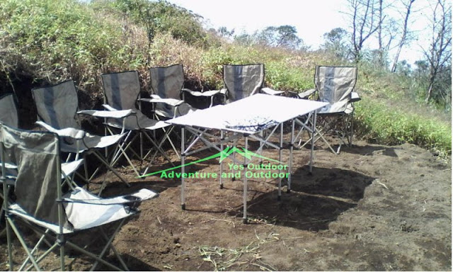 Meja kursi outdoor di Merbabu