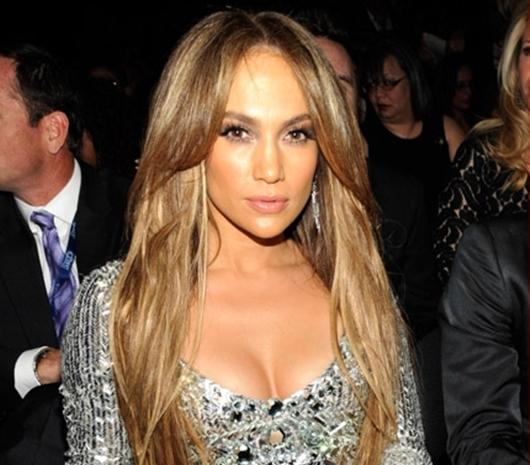 Jennifer Lopez, Cincin Tunangan Senilai 14 Miliar