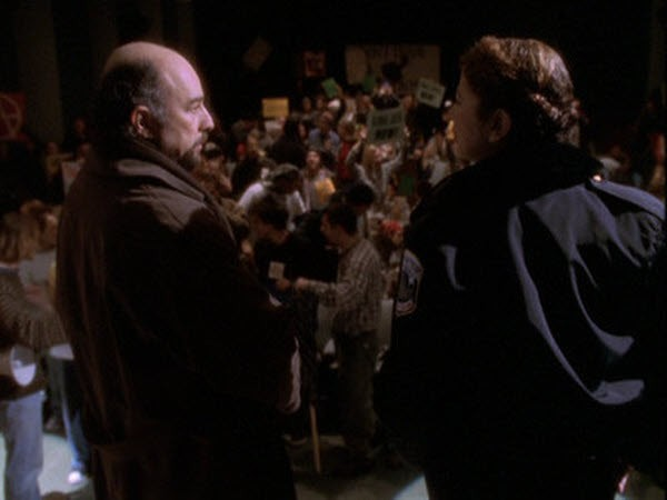The West Wing - Season 2 Episode 16: Somebody's Going to Emergency, Somebody's Going to Jail