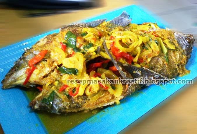 Resep kuliner ikan gurame dengan siraman bumbu asam kuning merupakan variasi lainnya dala RESEP GURAME GORENG ASAM KUNING