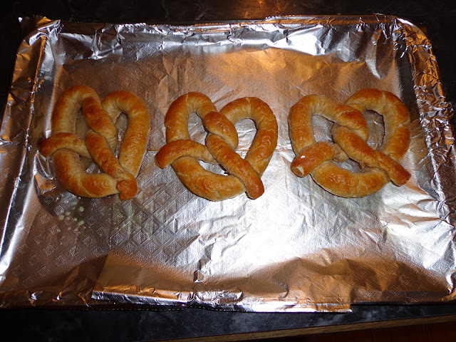 soft pretzels, snacks