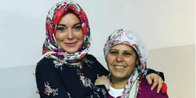 """Alhamdulillaah.. Artis Terkenal ini Hapus Bersih Foto Instagramnya Kecuali Kata """"Alaikumsalam,"""", Lindsay Lohan dikabarkan jadi Mualaf"""