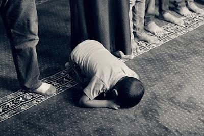 Cara Beribadah Kepada Allah SWT Menurut Pandangan Islam