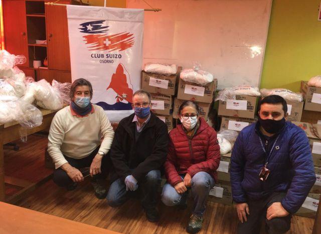 Club Suizo de Osorno y de Valdivia, donaron cajas de alimentos a Escuela Suiza