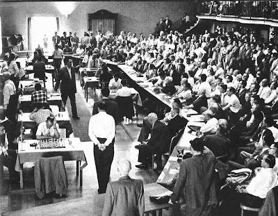 Aspecto de la sala de juego del Torneo Internacional de Ajedrez Zúrich 1959